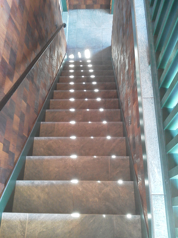 Grand tile stairs